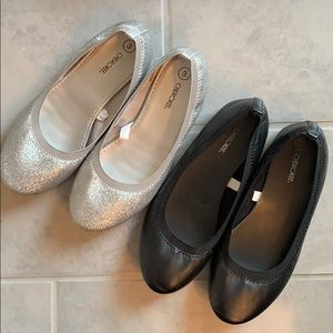 Two pairs Cherokee dress shoes girls sz 3